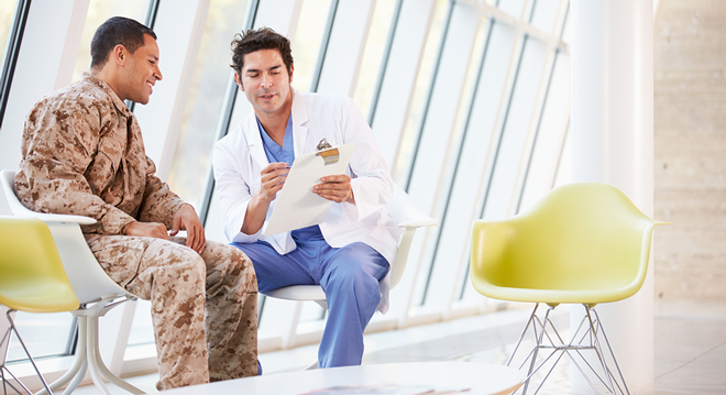 Doctor-Counselling-Soldier